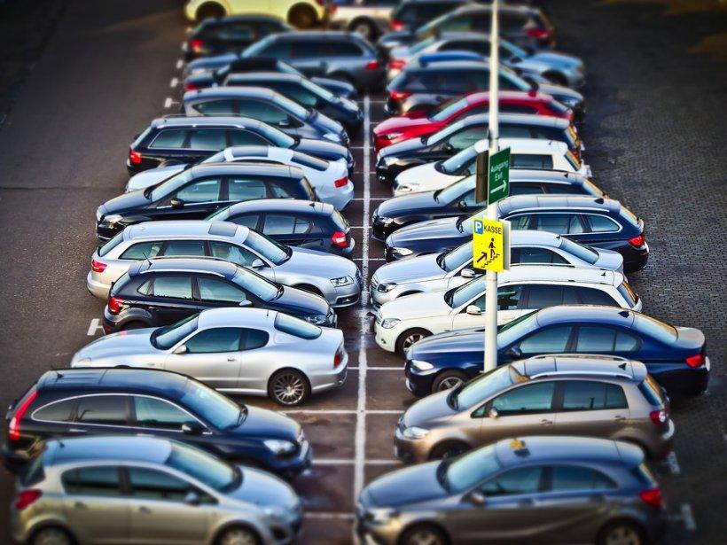 Primăriile de sector din București s-au răzgândit. Declarația de impunere pentru locul de parcare NU mai e obligatorie