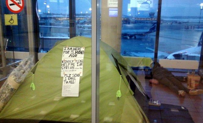Terminalul refugiaţilor. Un sirian trăieşte de cinci luni, în cort, pe aeroportul din Moscova