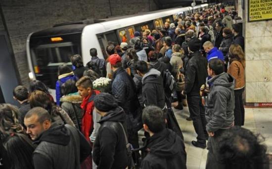 SONDAJ: Credeți că ar trebui închisă stația de metrou Piața Victoriei?