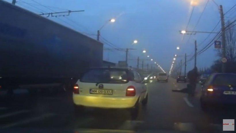 VIDEO. Scene cutremurătoare în Baia Mare. O femeie accidentată pe trecerea de pietoni a fost lăsată pe șosea