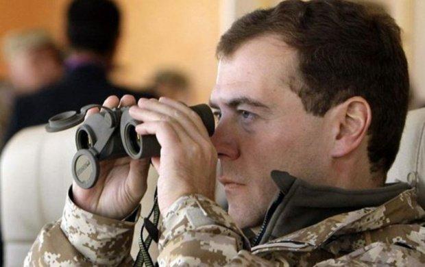 """Medvedev avertizează: Există riscul unui """"război mondial"""" în cazul unei ofensive terestre străine în Siria"""