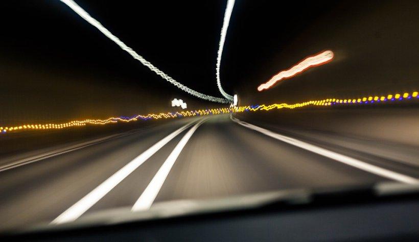 Şofer prins pe autostradă cu 324 km/h! Ce s-a întâmplat cu bărbatul, după ce a fost oprit de polițiști