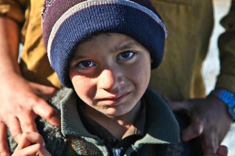 Țara sărăciei. Peste 225.000 de copii români se culcă flămânzi 534