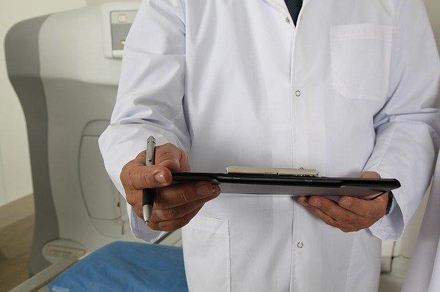 80 de medici, anchetați de DNA pentru luare de mită