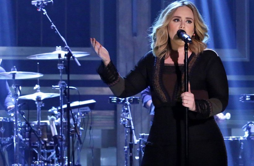 Imagini intime ale lui Adele, făcute publice de un hacker