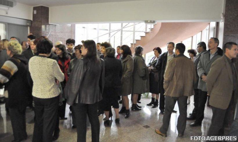 Funcționarii publici ameninţă că vor boicota alegerile locale
