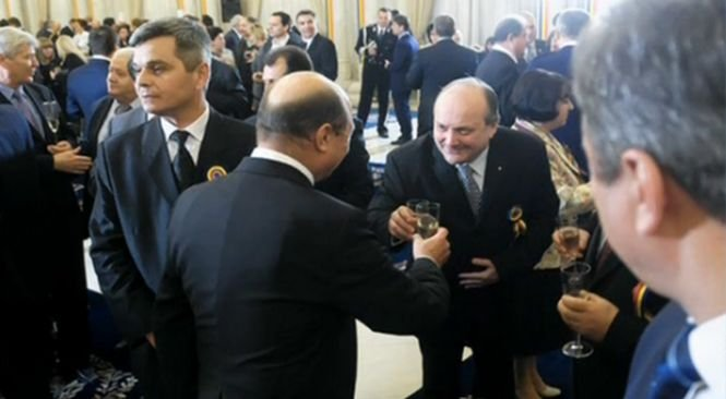 Deziluzia optică: Băsescu a accesat fondurile pahare