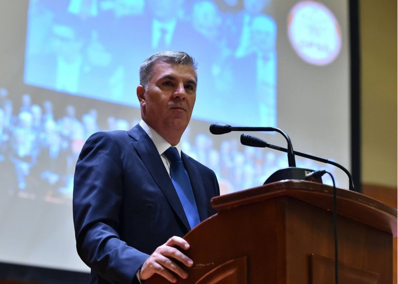"""Circ în Parlamentul României. Un deputat """"folosește abuziv"""" mașina de serviciu"""