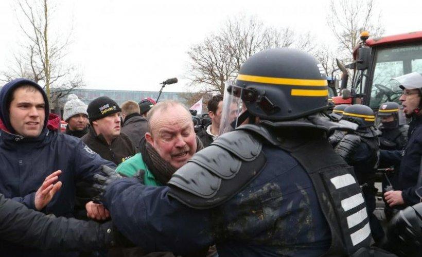 Mii de oameni protestează în Franța. Forțele de ordine au folosit gaze lacrimogene pentru a dispersa mulțimea