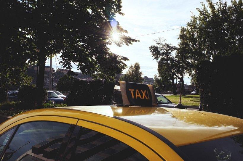 Un taximetrist din Galați a dat cu mașina peste un client arab