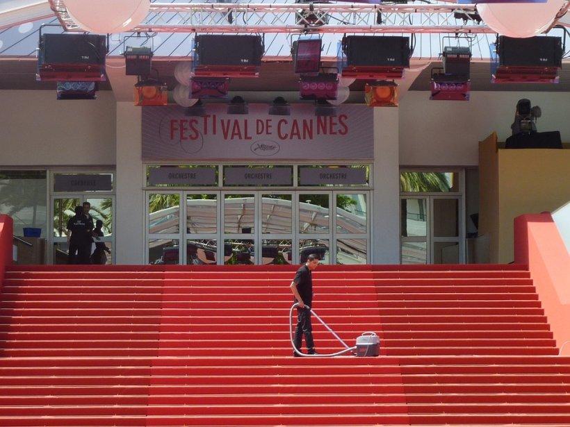 Trei regizori români, în competiţie la Cannes