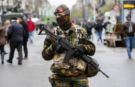Suspecţi de terorism, prinşi în Marea Britanie. Au legătură cu atentatele de la Bruxelles şi Paris