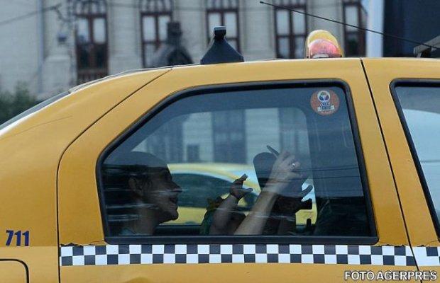 Cum își distrează un taximetrist din Ploiești clienții - VIDEO