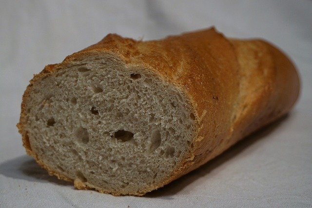 În România intră zilnic 25 de camioane cu pâine congelată