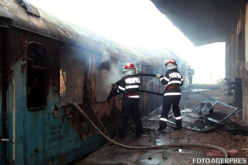 Locomotiva trenului de călători Sighetu Marmaţiei-Bucureşti, cuprinsă de flăcări