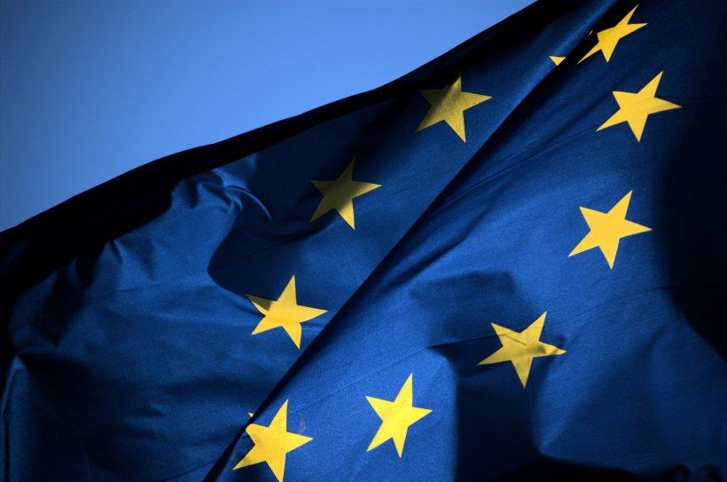 Avertisment dur al Comisiei Europene: Legea dării în plată şi creşterea salariului minim, riscuri mari pentru România