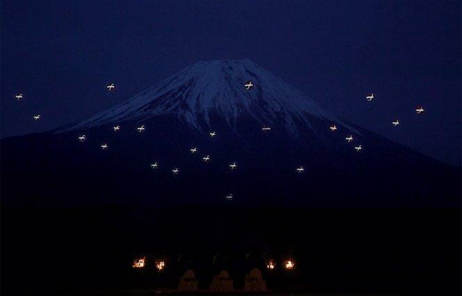 De neimaginat! Balet unic în jurul muntelui sacru Fuji (Video)