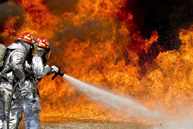 Oraş din Canada evacuat în totalitate din cauza unui incendiu devastator