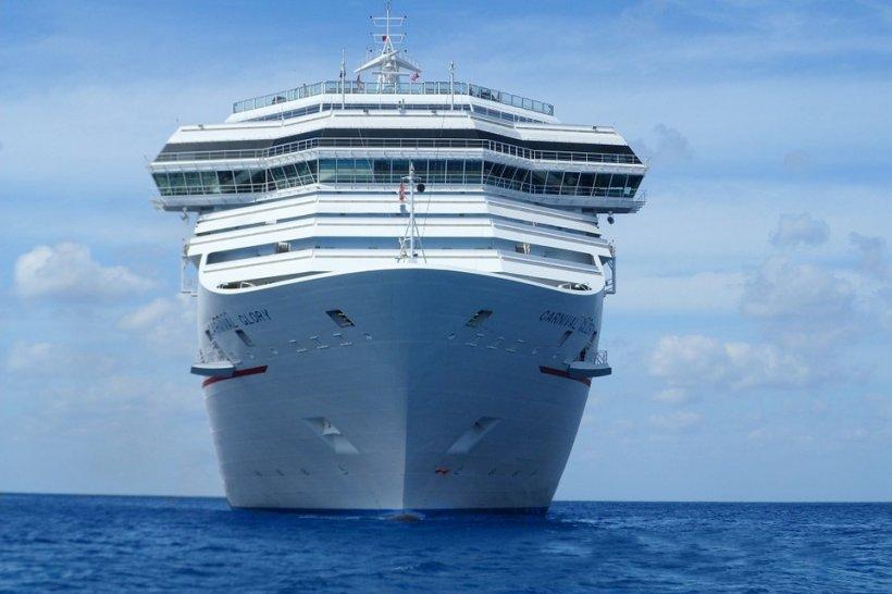 Clipe de groază la bordul unui vas de croazieră. Sute de persoane, afectate de o infecție