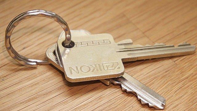 Primii români care își dau casa în plată. ''O dau fără remușcări. Vrem să trăim liniștiți''