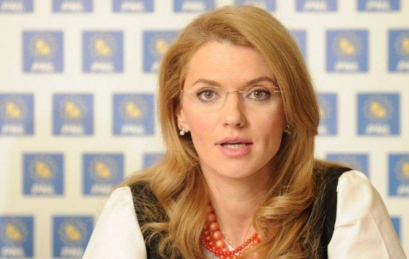 Alina Gorghiu și-a reluat activitatea, la câteva zile după ce a născut