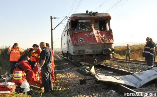 Tragedie pe calea ferată. Mașină lovită de tren. Un om a murit