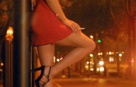 11 prostituate şi clienţii lor, goi puşcă pe străzile din Sankt Petersburg
