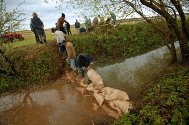 Inundații la Râmnicu Sărat, după o rupere de nori