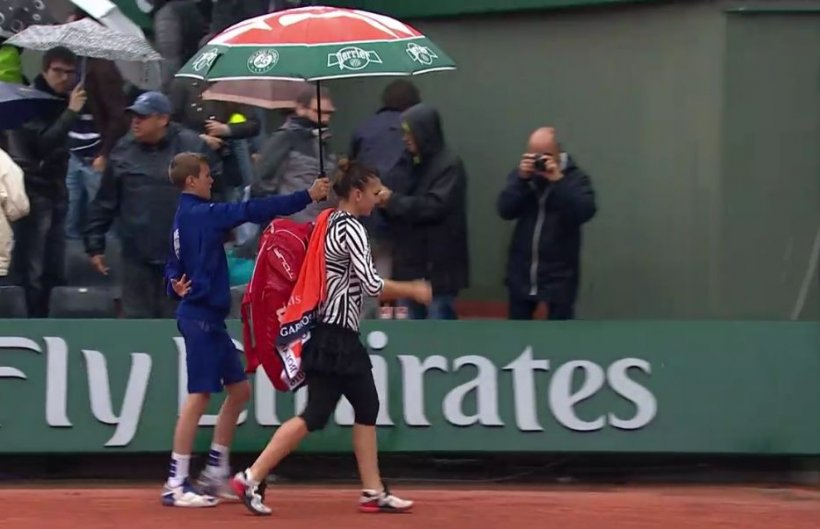 Simona Halep, învinsă de Samantha Stosur la Roland Garros, într-un meci început duminică