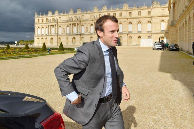 Emmanuel Macron, ministrul francez al Economiei, atacat cu ouă de protestatari (VIDEO)