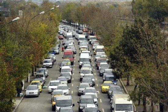 Codul rutier ar putea fi modificat. Mașinile parcate neregulamentar, ridicate