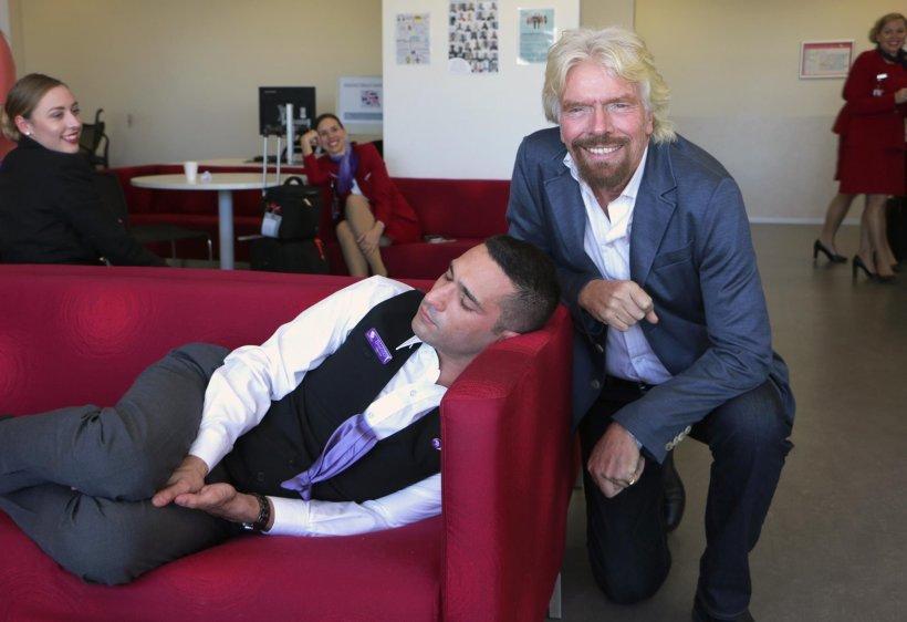Reacția genială a miliardarului Richard Branson, după ce și-a surprins unul dintre angajați dormind la serviciu