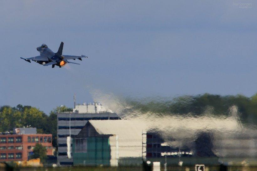 Un avion de vânătoare rusesc s-a prăbuşit în regiunea Moscovei. Pilotul a murit în urma impactului