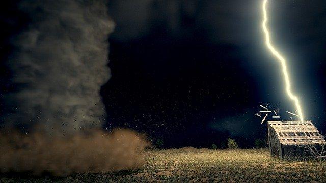 O localitate din Mureș, lovită de ceea ce localnicii descriu ca fiind o tornadă. 40 de case afectate