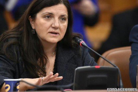 """Raluca Prună atacă """"tirania parlamentară"""". """"Societatea trebuie să știe ce au putut și nu au făcut guvernanții ei"""""""