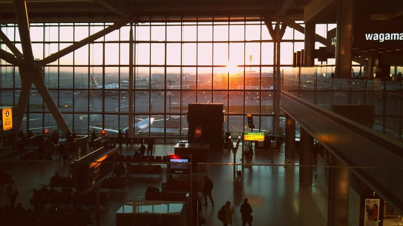 Alertă pe aeroportul Heathrow din Londra. Un avion a fost evacuat de urgență