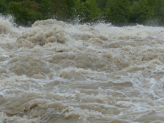 E COD ROȘU de inundații. Hidrologii sunt în alertă maximă