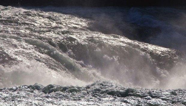 ALERTĂ. Cod roșu de inundații în județul Timiș. S-a spart digul de pe râul Bârzava