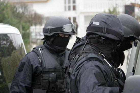 Peste 40 de percheziții în Argeș, la traficanți de persoane