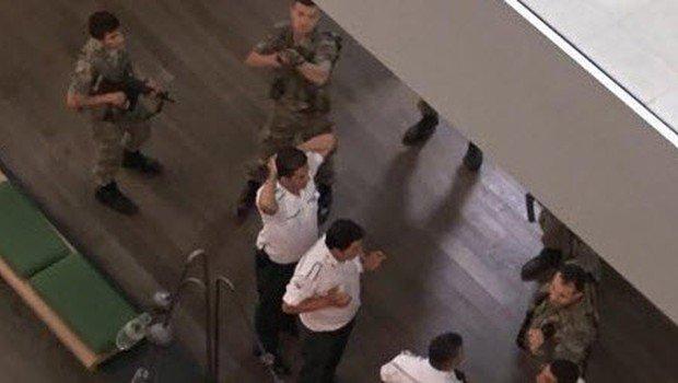 LOVITURĂ DE STAT în TURCIA. Clipe de groază în televiziunea CNN Turk. Puciștii au fost arestați 127