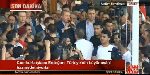 LOVITURĂ DE STAT în TURCIA. Erdogan a apărut în mijlocul oamenilor pe aeroportul din Istanbul: Sunt pregătit să mor 127