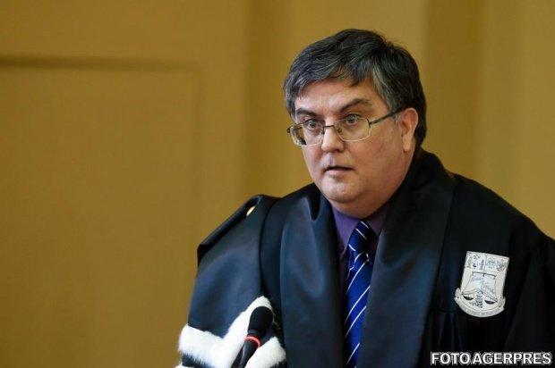 Ministrul Educaţiei a semnat ordinul de retragere a titlului de doctor al lui Victor Ponta