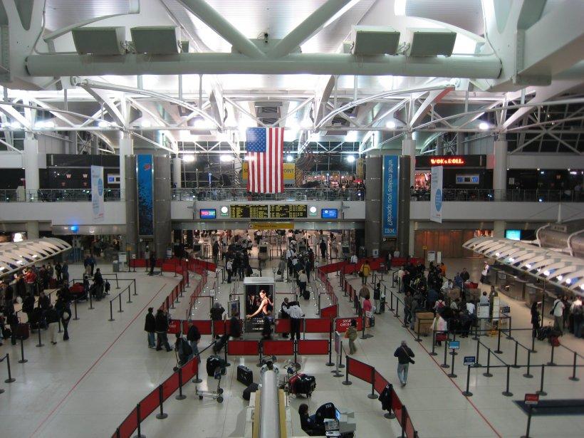 Incidente pe aeroportul John F. Kennedy din SUA. Un terminal a fost evacuat, zborurile anulate