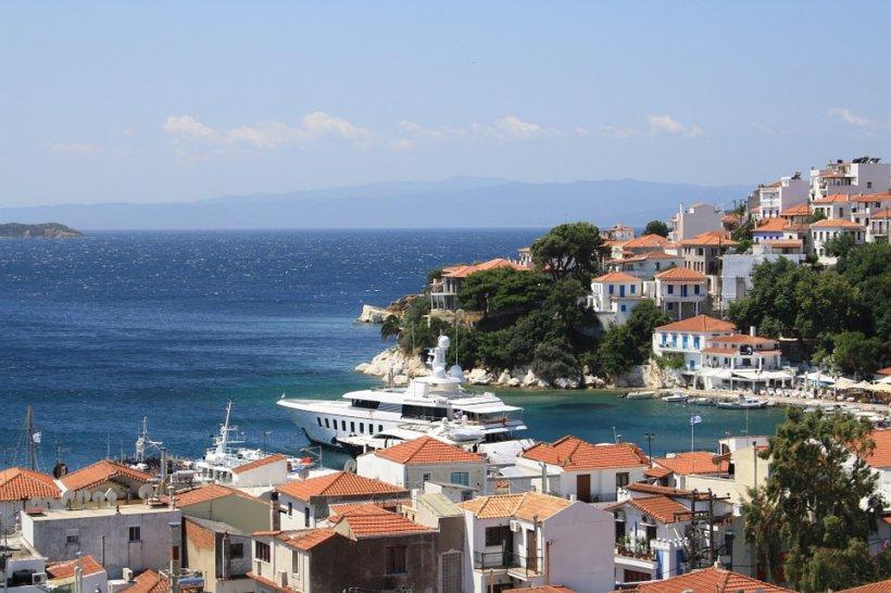 Accident naval în Grecia. O ambarcațiune plină cu turiști, lovită în plin de o barcă de viteză. Cel puțin patru oameni au murit