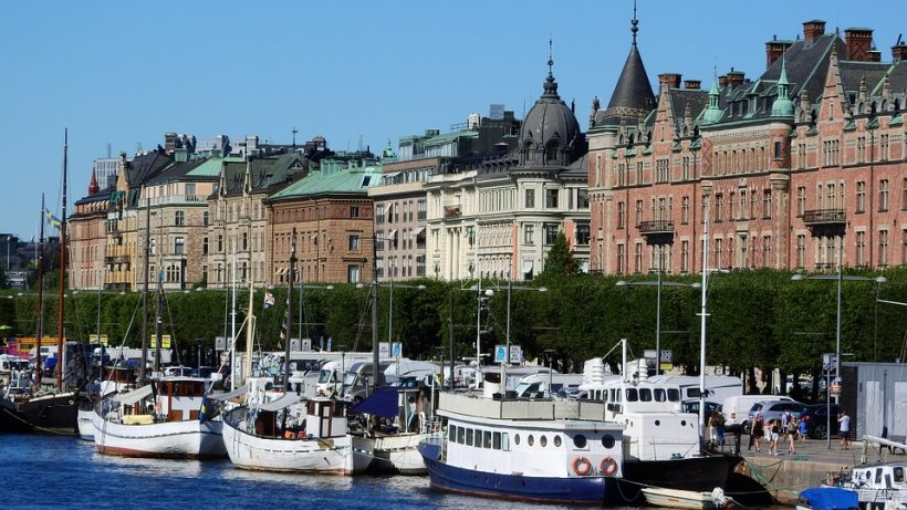 Alertă în Suedia, unde refugiații au incendiat peste 2.000 de mașini