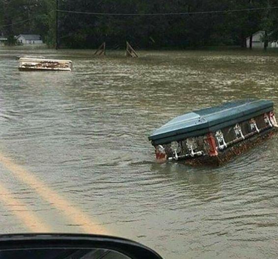 Inundații fără precedent în SUA. Ce s-a întâmplat după ce un cimitir a fost inundat 127
