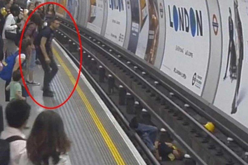 A căzut pe șine chiar în momentul în care metroul se apropia de stație. În secunda următoare, ceva uimitor s-a întâmplat
