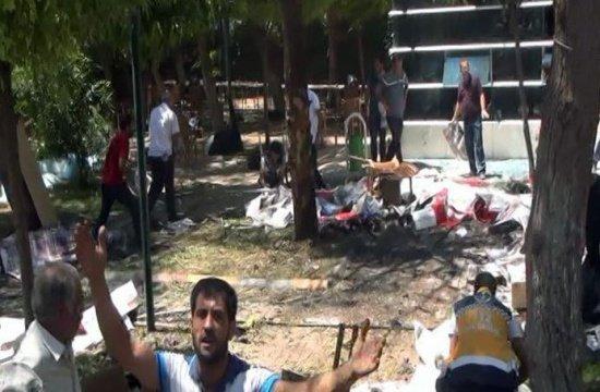 Nou atentat terorist în Turcia. Cel puţin trei morţi şi 40 de răniţi, după o explozie în apropierea unei secții de poliție. IMAGINI cu momentul exploziei 482