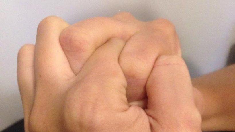 Ce se întâmplă cu cei care își troznesc degetele. Verdictul specialiștilor