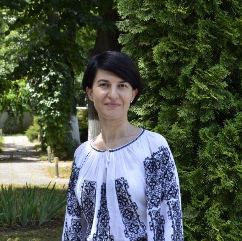 Ministrul Violeta Alexandru: Domnul Tariceanu nu are dreptate. În țara în care imi cresc copilul, stau la coadă, indiferent de funcție